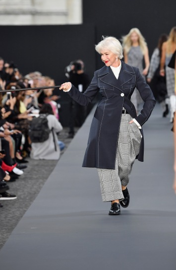 PARIS, FRANCE - OCTOBER 01: Helen Mirren walks the runway during Le Defile L'Oreal Paris as part of Paris Fashion Week Womenswear Spring/Summer 2018 at Avenue Des Champs Elysees on October 1, 2017 in Paris, France. (Photo by Pascal Le Segretain/Getty Images for L'Oreal Paris)